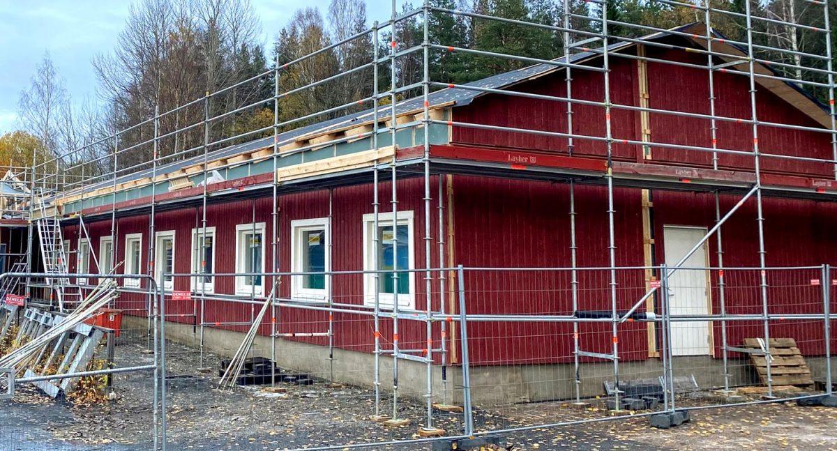 Jorntrahus PRO Contractor prefabricerade byggdelar flerfamiljshus stugbyar skolor servicebyggnader webb